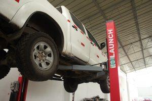 mantenimiento de camioneta 4x4 toyota hilux minería y construcción.