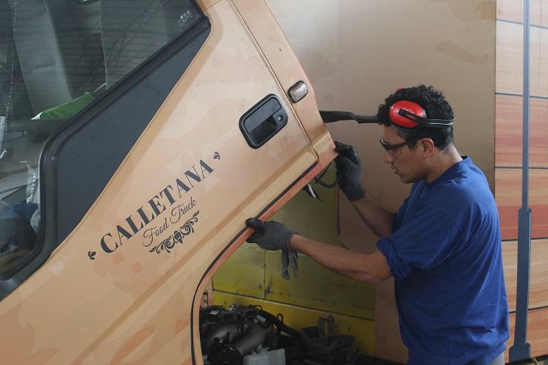 técnico mecánico mantenimiento camión ligero o furgón en Redson.